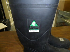 STEEL TOE CSA APPROVED RUBBER  BOOTS SIZE 11 $50 SIZE 7 $30