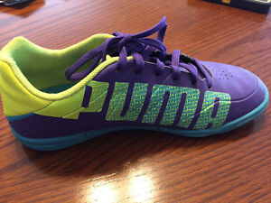 Puma indoor soccer shoes size 2