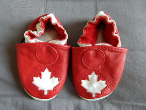 Maple Leaf Robeez - 0-6 months - EUC