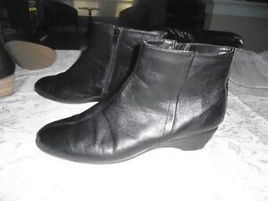 Ladies Size 11 - The Flexx Boots