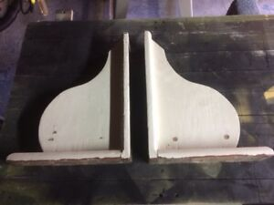 Decorative shelf brackets
