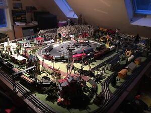 Vintage O27 Lionel train layout
