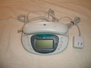 CALLER ID BEDROOM PHONE WITH AM/FM RADIO