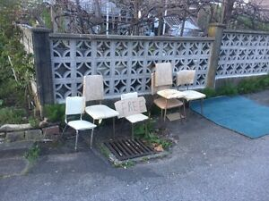 A bunch of crazy vintage chairs !  FREE !!!