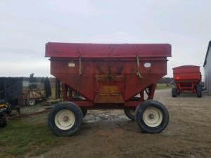 J&M 350 Gravity Wagon