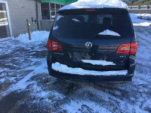 2009 Volkswagen Routan Highline Minivan, Van ****Dual dvds**Mint London Ontario image 4