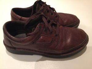 CLARKS size 9.5 mens casual shoes - brown leather