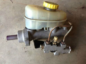Nearly New Brake Master Cylinder for Jeep Cherokee XJ
