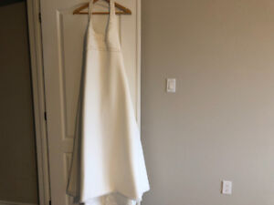 Perfect winter wedding dress size 10-12 with veil and shrug