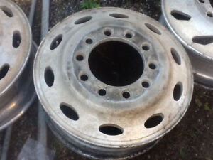 Peterbilt 24.5 rims for trade round hole to oval hole