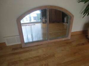 fenêtre antique,miroir en bois
