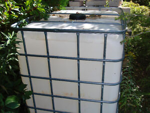 1000L PLASTIC WATER STORAGE CONTAINER