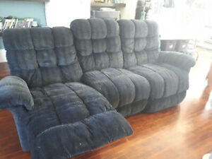 RECLINING SOFA  FREE!!!!!! JUST COME GET IT