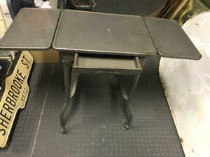 VINTAGE ALL METAL TABLE TYPEWRITER + DRAWER + ROLLING CASTERS