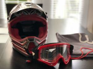 Casque motocross Fox Tracer Small + Lunette Oakley rouge