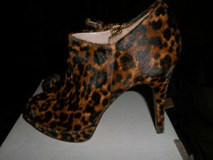 Brand new Vince Camuto size 5