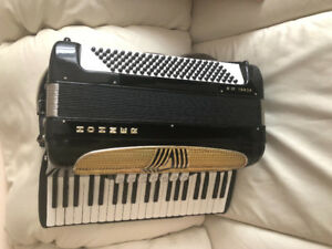 Hohner Classic Accordion 120 Bass with Case - MINT CONDITION