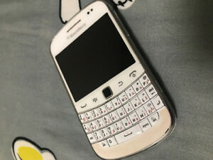 Blackberry Bold white touchscreen with charger only.. rush!!!