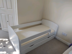 Toddler bed in white with bedding drawer