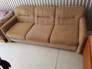 Brown 3 pc love seat, chair and couch in good condition