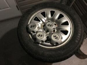 pneus hiver et roues Elantra Hyundai 205/65R16 hiver noix tapis