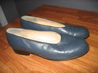 Gray flat shoes size Euro 39