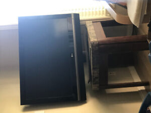 LG TV and desk!! In a good condition