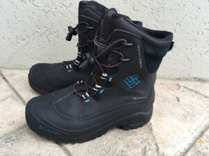 BOYS COLUMBIA BOOTS - SIZE 5