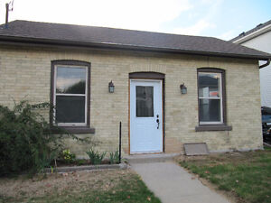 Cozy 3 bedroom bungalow near downtown available April 1