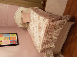 Single bed with trundle/drawer. Mattress and linen included
