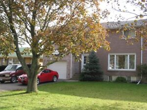 Great home, Excellent neighbourhood, Large back yard - Oct. 1st