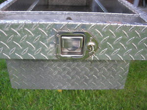 Full-Size Champion aluminum truck toolbox in great condition Cambridge Kitchener Area image 4