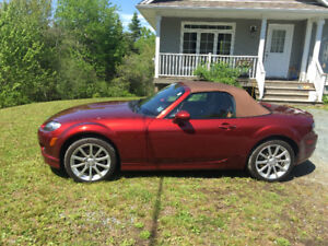 2007 Mazda Miata Gt soft top Car Proof is there