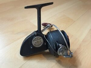 MOULINET VINTAGE FISHING REEL ANTIQUE