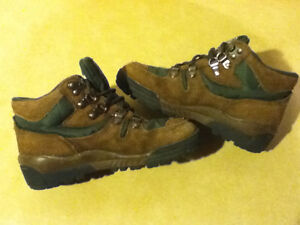 Kids Great Canadian Rugged Wear Hiking Boots Size 2 London Ontario image 5