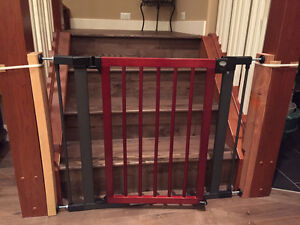 Munchkin High Quality Baby Gate: Wood & Steel Design