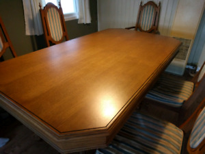 Dining table with leaf and six chairs