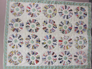 Homemade Quilt with Dresden Plate Pattern