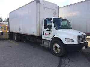 Freightliner M2.  5 Ton with power tail gate 2006