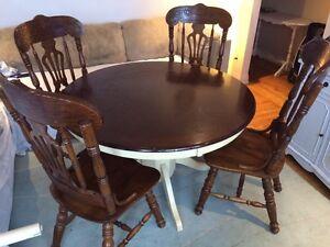 Table de cuisine + 4 chaise  possibilité de livraison