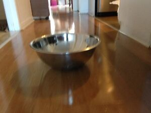 """Big Stainless steel mixing bowl 15"""" (38 cm) in diameter West Island Greater Montréal image 1"""