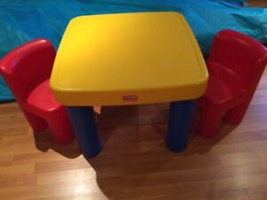 Table Little Tikes avec 2 chaises