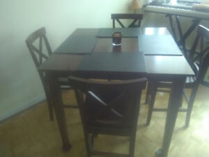 Tall dining table and 4 chairs. Gently used. Great condition.