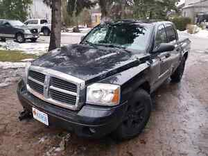 2007 dodge Dakota 4x4 running with plow. Low kms saftey and emi