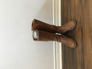 UGG ASH roots shoes for sell