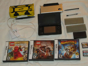 FOR SALE NINTENDO DSI BLACK SYSTEM WITH 5 GAMES-PENS-2 CASES