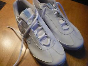 souliers neufs  de golf pour femme de marque NIKE