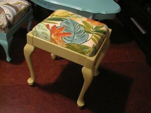 SEWING STOOL/ VANITY BENCH