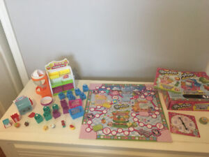 Shopkins (10), Fruit & Veg stand, mini bakery and Shopkin game.