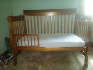 Convertible Crib and Change Table Dresser